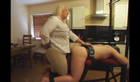 एक युवा स्टालियन के साथ उसके कार्यालय में Busty गोरा fucks मूवी सेक्सी फिल्म वीडियो में