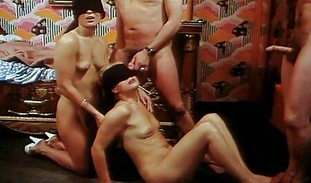 बस्टी पोर्नस्टार एक आसान मूवी सेक्सी बीएफ स्ट्रिपटीज़ दिखाता है